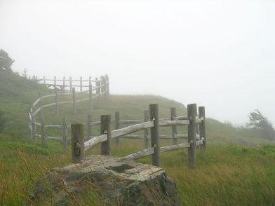 800px-Fence,_cloture_Point_Michaud_Nova_Scotia