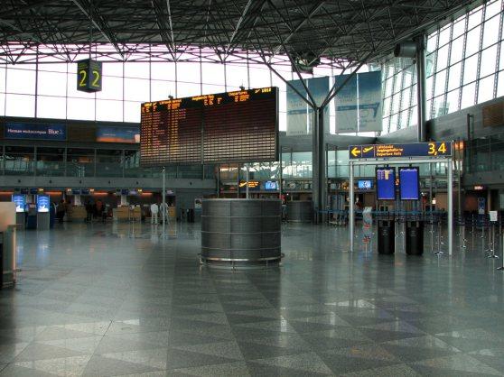 Helsinki-Vantaa_departure_hall2