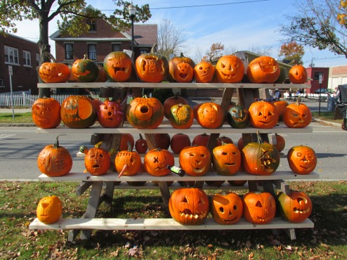 Rack_of_pumpkins,_Keene_NH