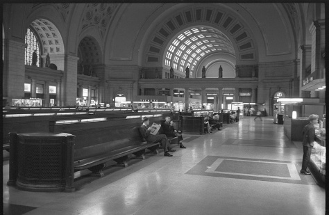 Passengers_seated_in_long_benches_in_the_waiting_room_of_Union_Station