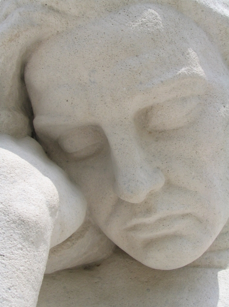 Vimy_Ridge_Memorial_WWI_male_mourner_face