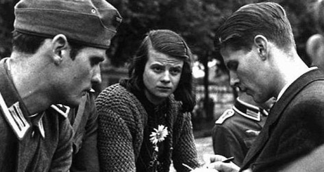 Hans-left-and-Sophie-Scholl-with-member-of-the-White-Rose-movement-660x350-1520311536