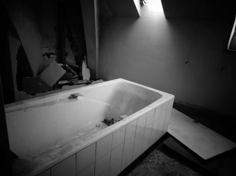 Old_Bathroom_(9085171798)