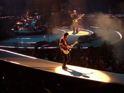 800px-U2-Anaheim_2005_Band