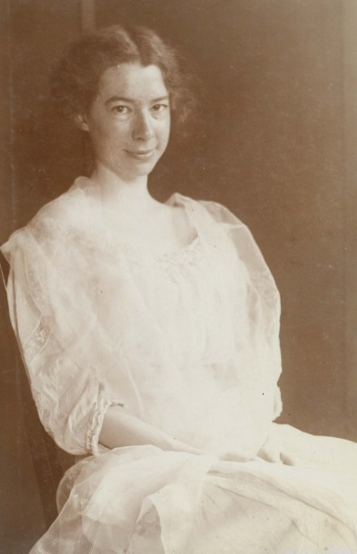Sara_Teasdale._Photograph_by_unknown,_1907_Missouri_History_Museum_Photograph_and_Print_Collection._Portraits_n38637