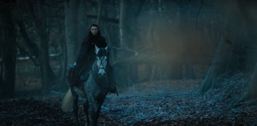 Arya-Stark-seems-distorted-in-trailer-alone-with-her-horse-closer-to-north