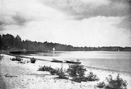 800px-Lake_Ronkonkoma,_New_York_(1901)