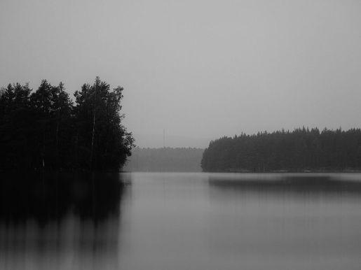 Scary_lake_(14863098743)
