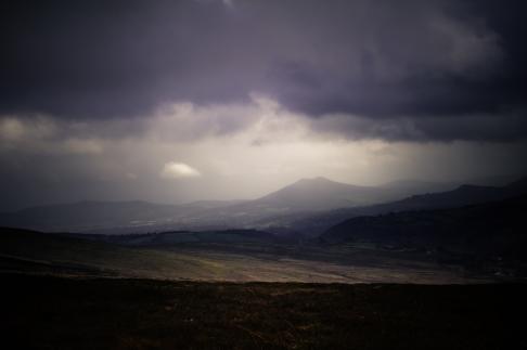 Dark_plains_in_the_mountains_(Unsplash)