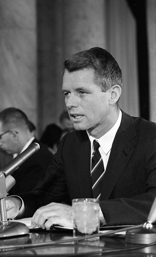Attorney_General_Robert_Kennedy_testifying_before_a_Senate_subcommittee_hearing_on_crime