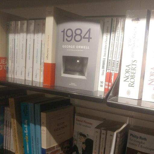800px-1984-orwell-en-librairies-petite